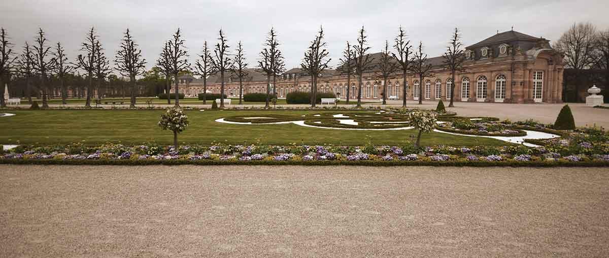 Orangerie des Schwetzinger Schlosses im barocken Garten