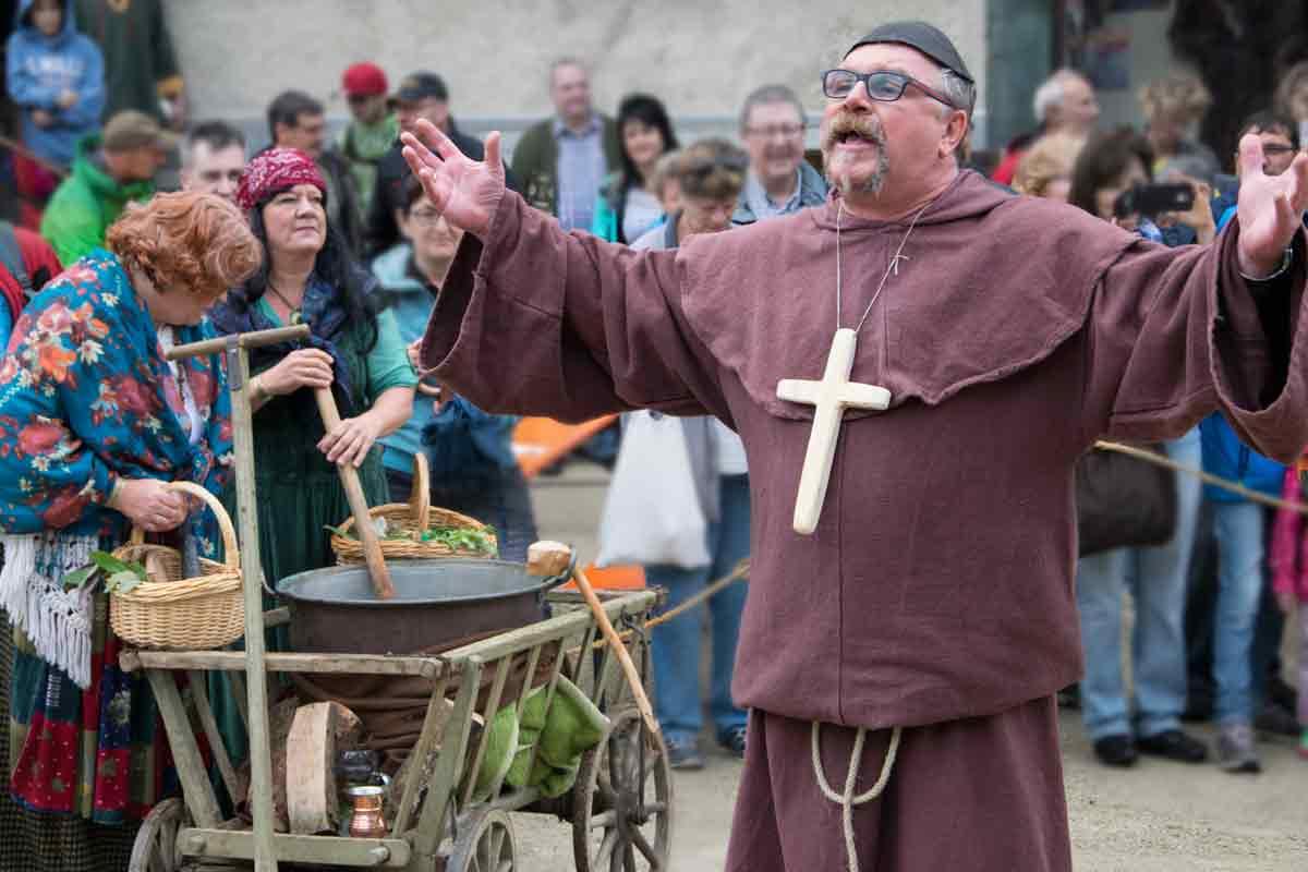 Kräuterfrauen und Mönche
