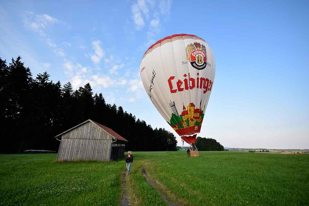 Ballon am Schuppen