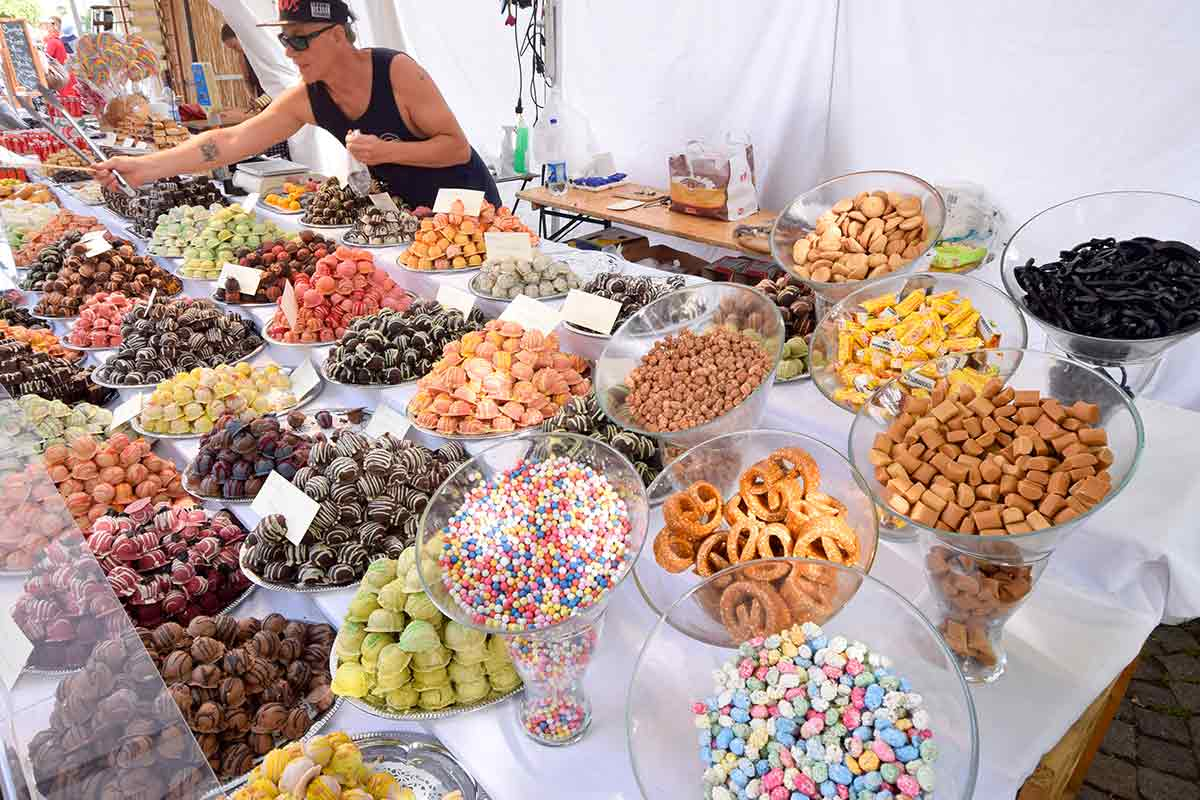 Stand mit vielen Süßigkeiten