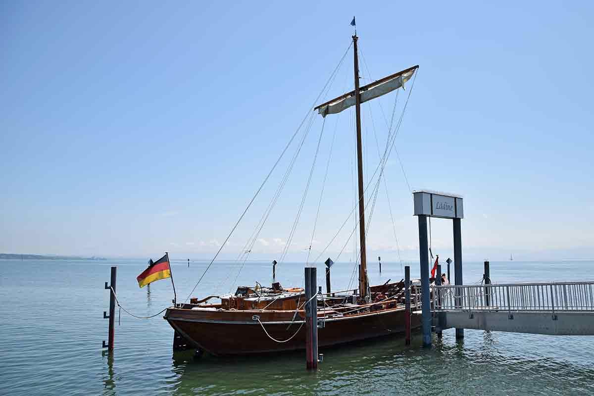 Segelschiff aus Holz