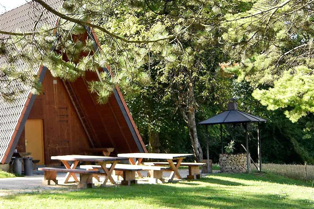 Hütte mit Grillstelle