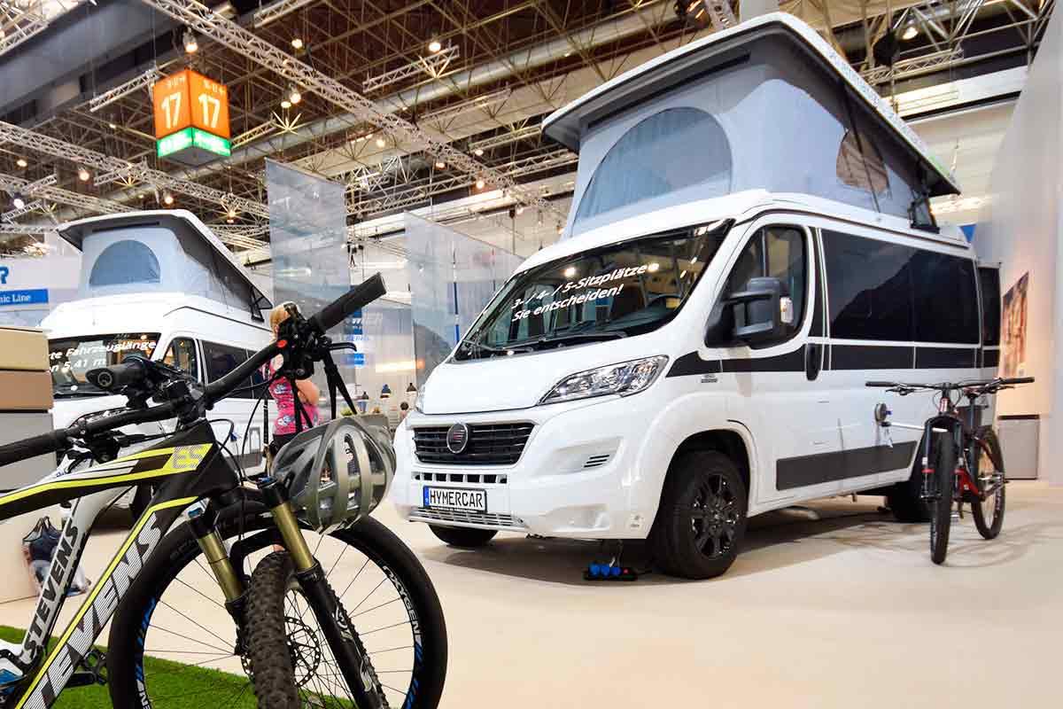HymerCar mit angeketteten Fahrrädern