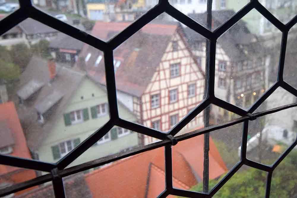 bleiverglastes Fenster mit Stadtpanorama