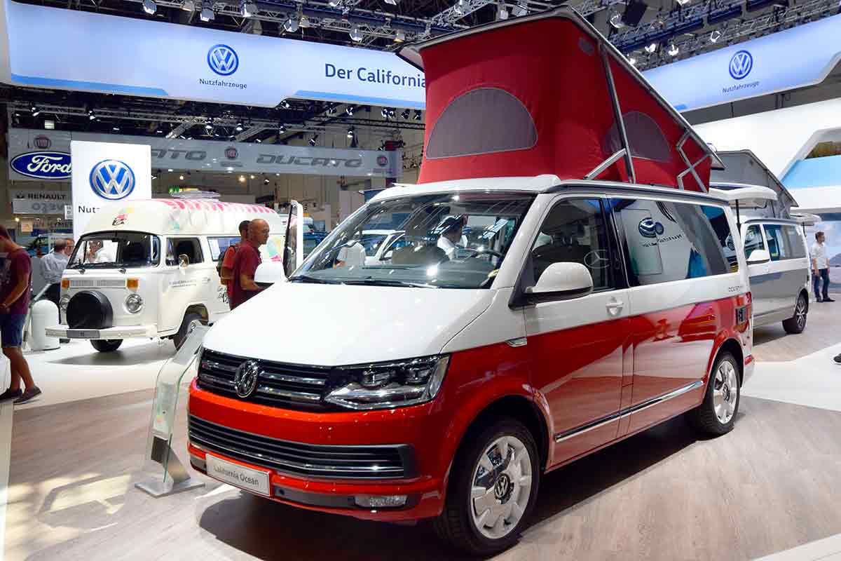 roter VW T6 California