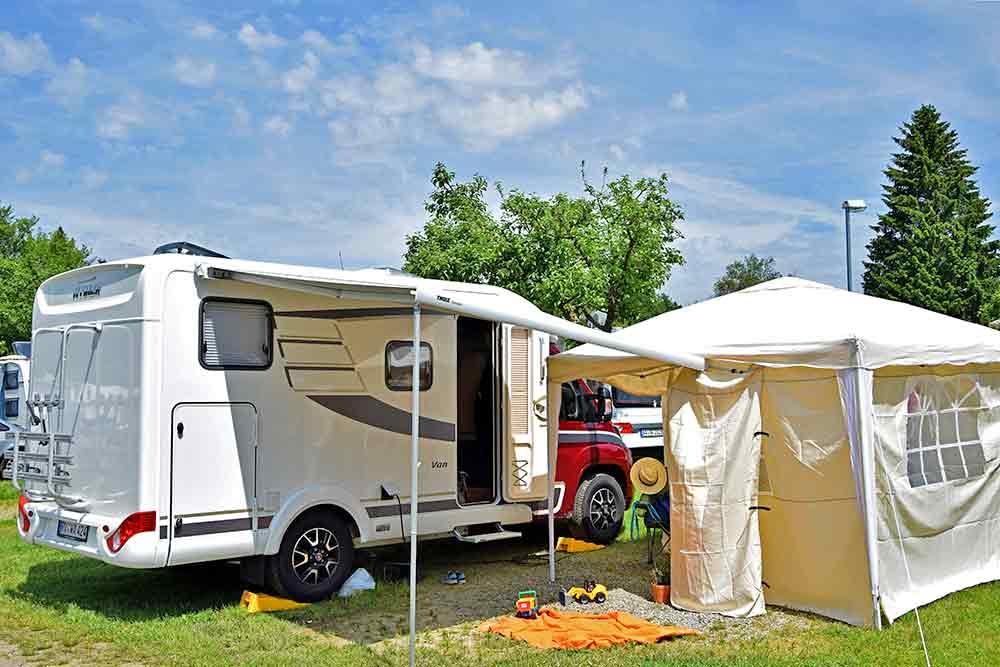 Hymer Van 374 auf Campingplatz