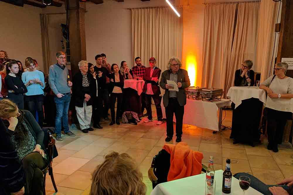 Christof Nix spricht auf Premierenfeier