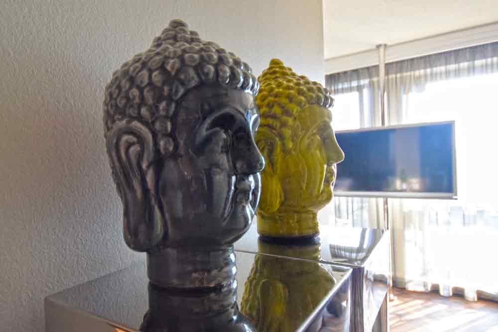 Zwei Buddhaköpfe