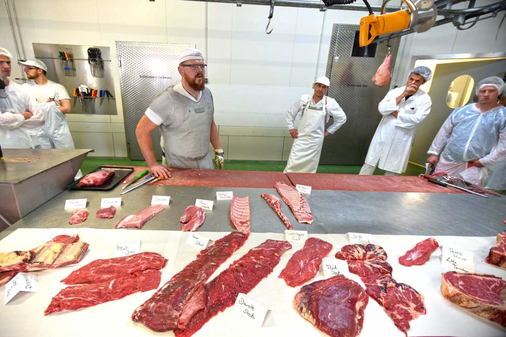 Fleischsorten auf Zerlegetisch
