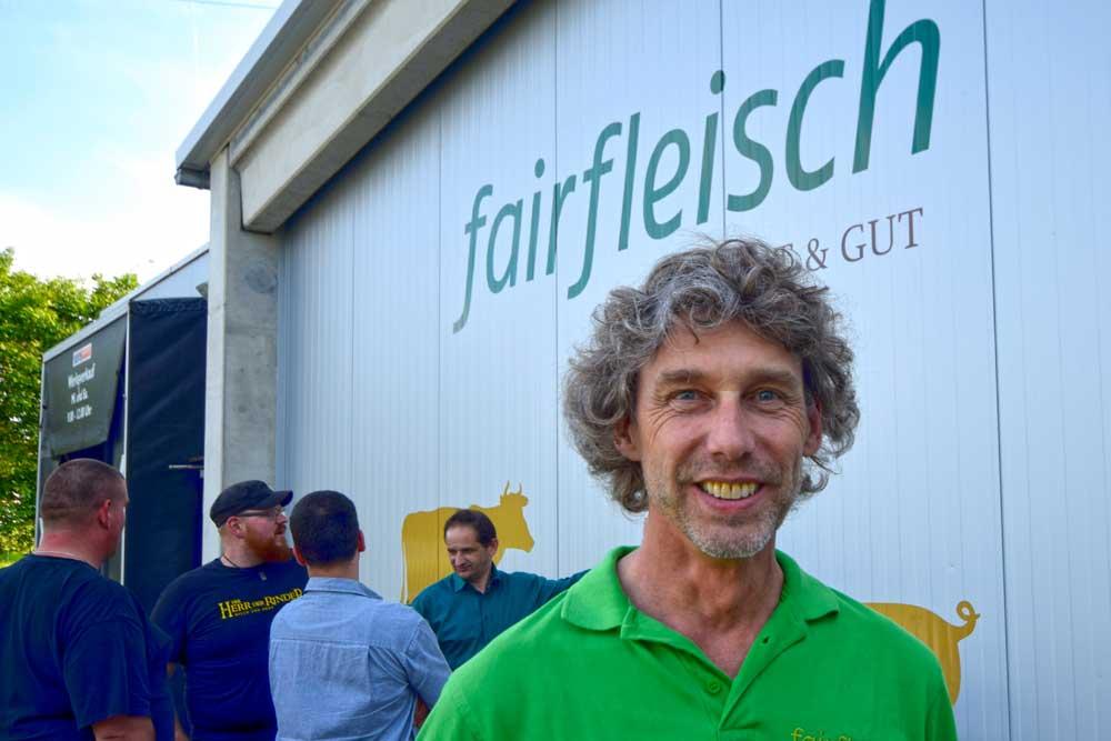 Matthias Minister am Fairfleisch-Betrieb