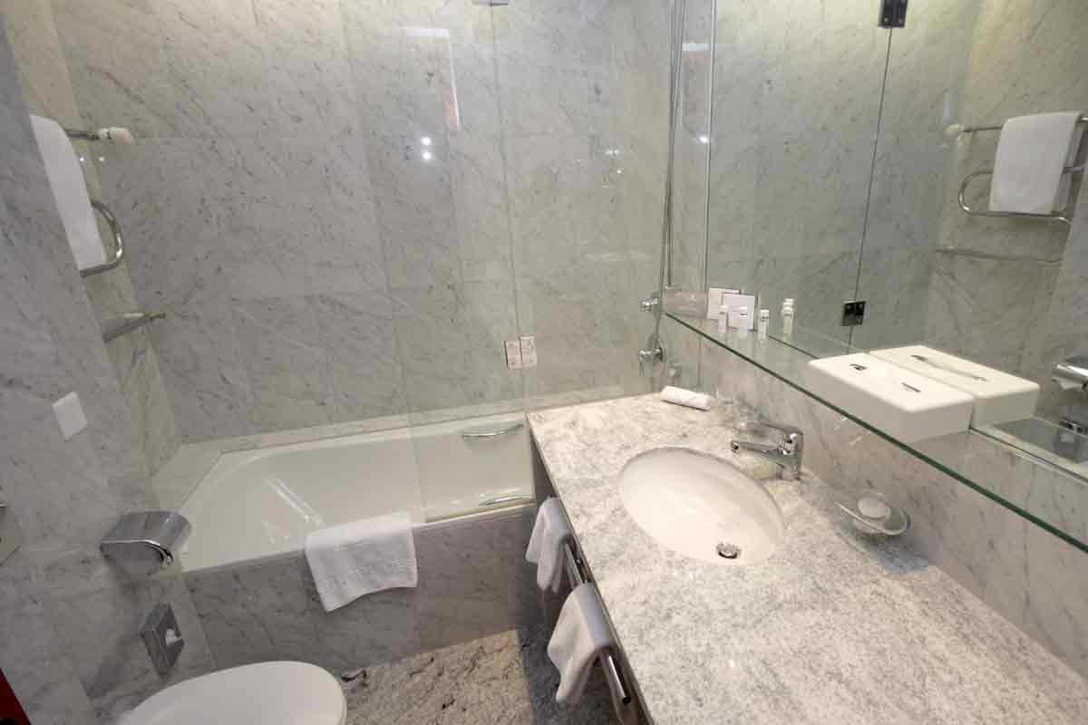Das Bad aus Marmor