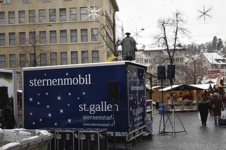 Sternenmobil mit Vadian-Denkmal