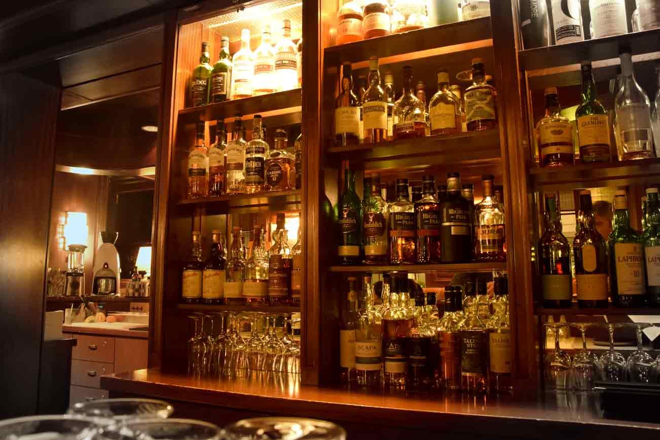 Blick in die Hotel Bar des Einstein Hotel