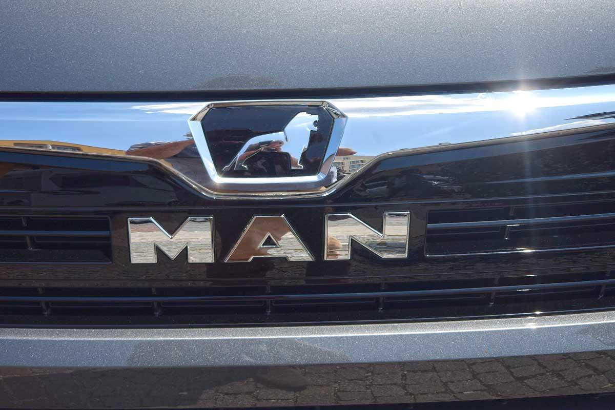 MAN mit Löwe auf Knaus VAN TI plus-Motorhaube