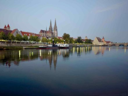 Regensburg: Blick auf Donau und Dom