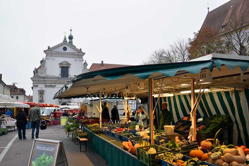 Marktstand mt Kirche
