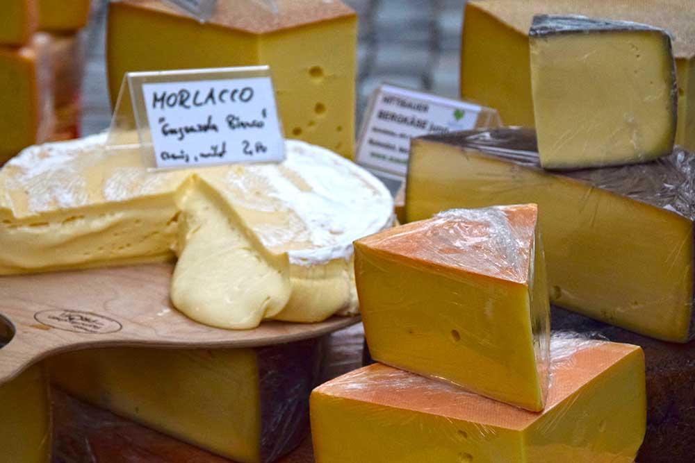 Käse auf dem Markt in Regensburg