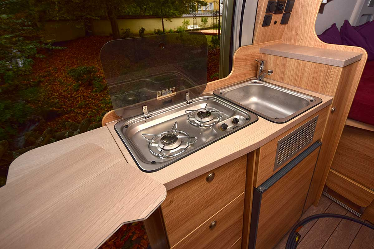 Küchenboard im Knaus Boystar 54ß Road 2be