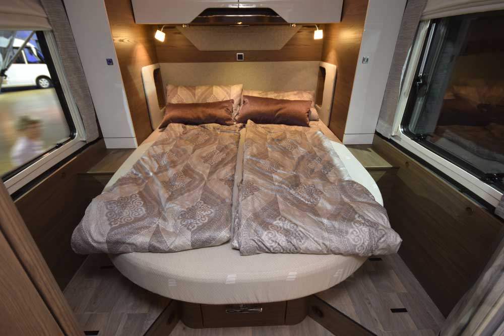 Queensbett im Hymer B ML