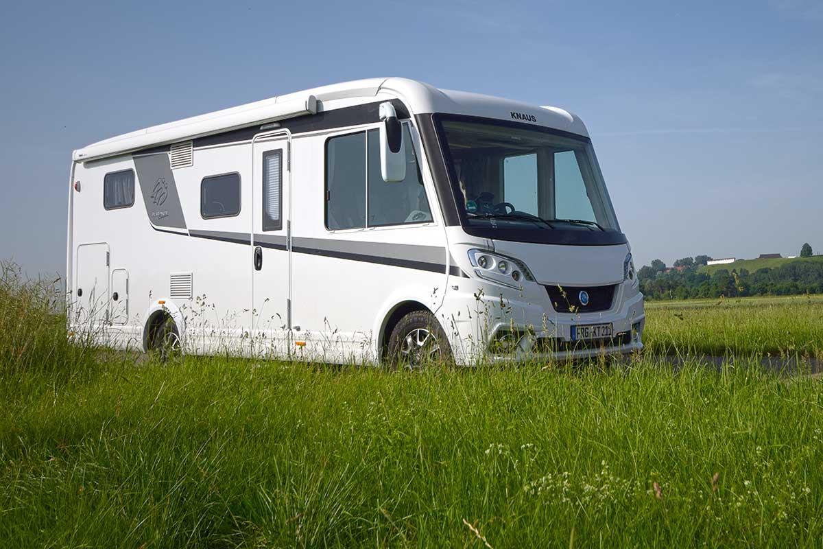 Knaus Van I 650 MEG Platinum Selection vor Heuneburg