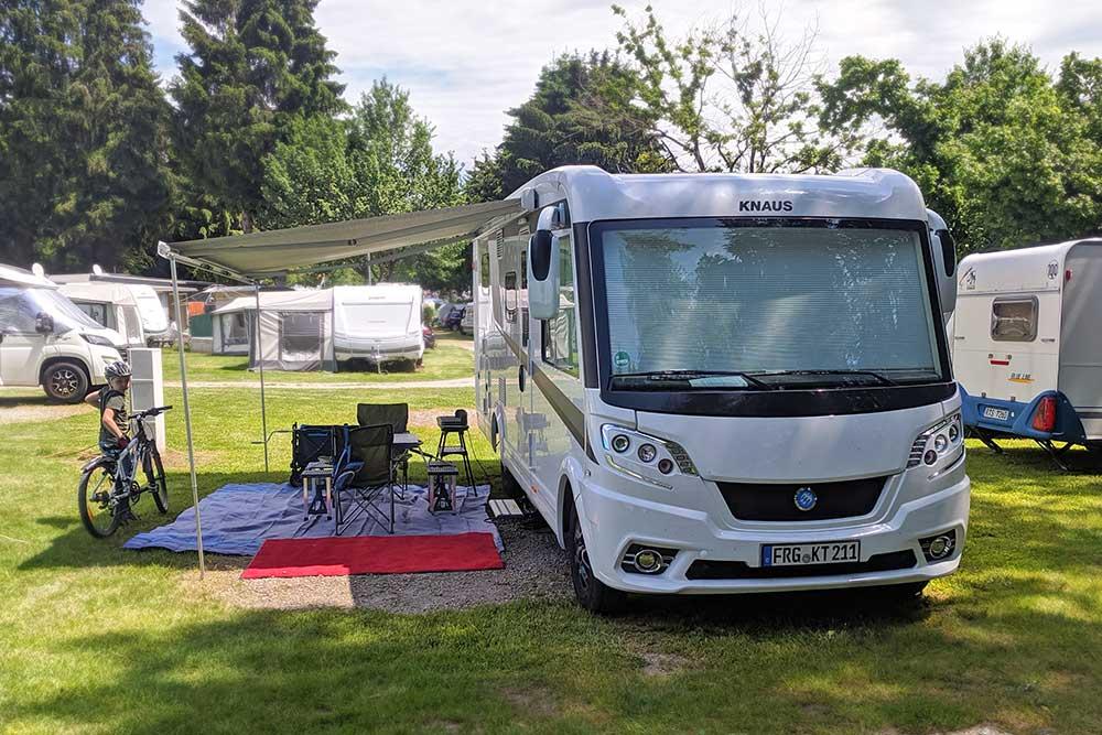 Knaus Van I 650 MEG Platinum Selection auf dem Gitzenweiler Hof
