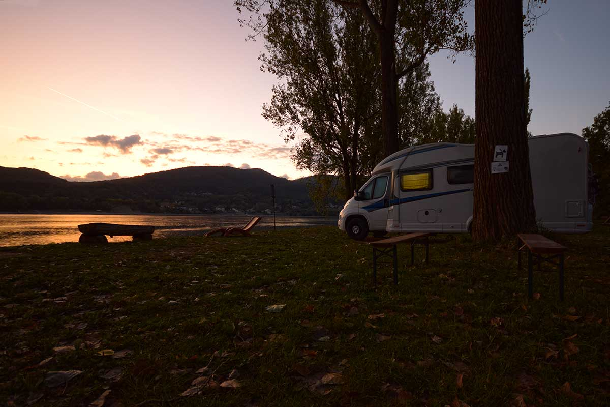 Wohnmobil am Donaustrand