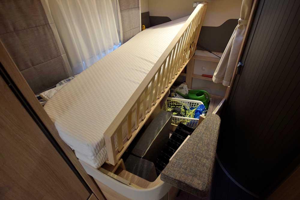 Französisches Bett im Knaus Sky Wave 650 MF