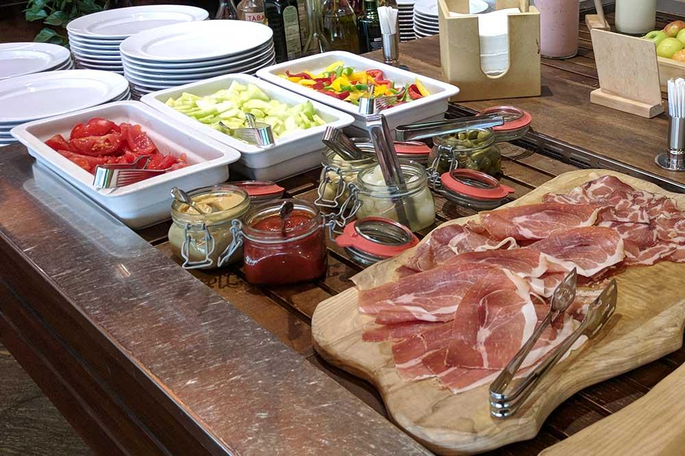 Frühstücksbuffet im Eco-Hotel Bohinj