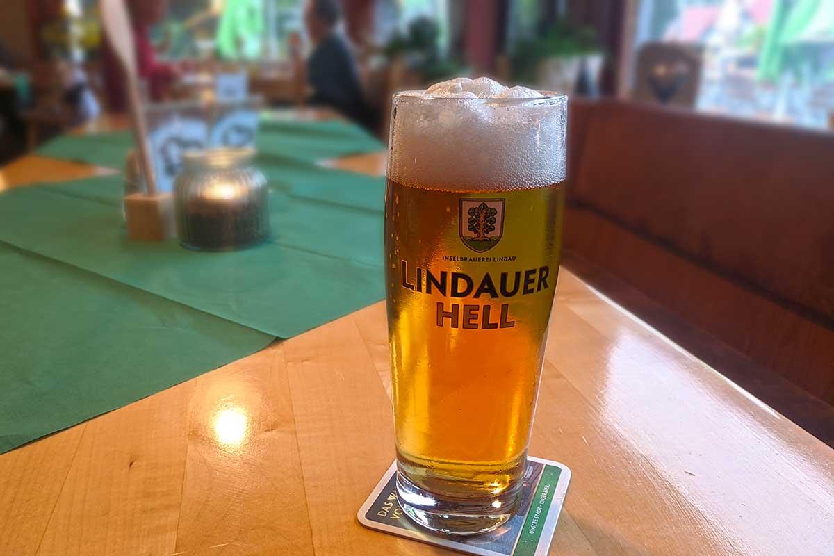 Wirtshaus-Tisch mit Lindauer Hell