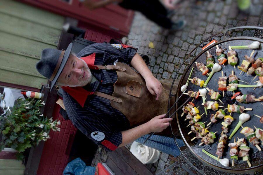 Michael Keller beim Geflügel-Seminar von Fairfleisch am Grill